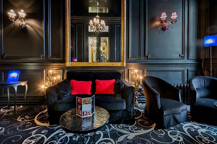 Le côté bar de l'Hôtel Peyris opera